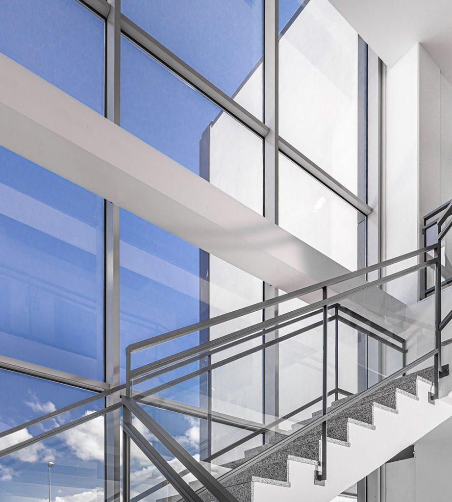 Escalera Edificio Cinfa Innova Tecnicia Facility Solutions